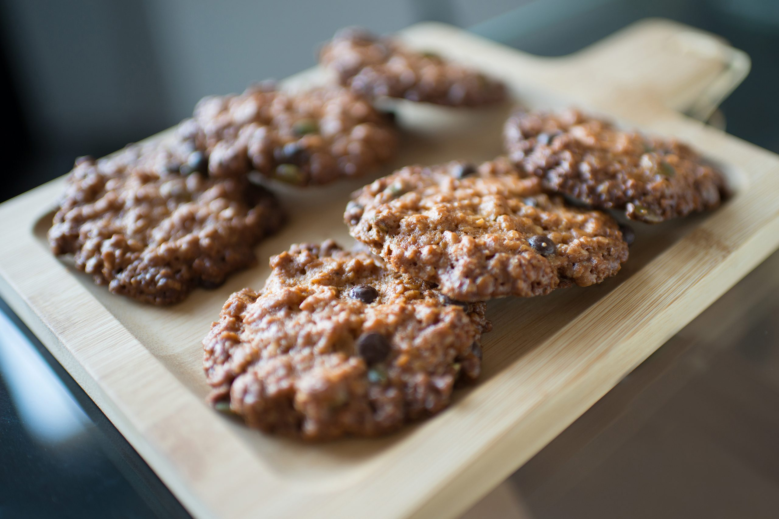 [RECIPE] Deceptively simple sugar-free chocolate chip oatmeal cookies